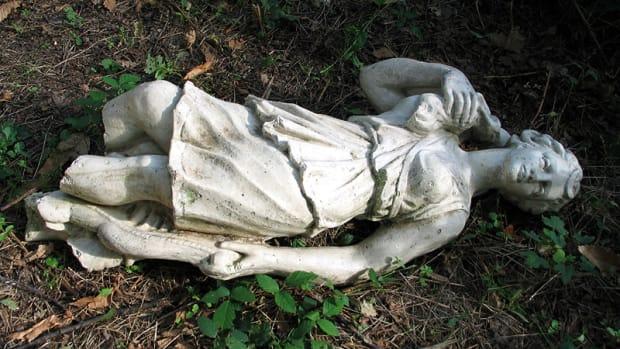 brokenstatue