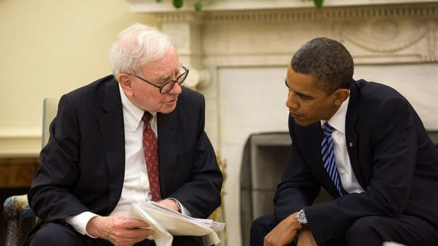 Warren Buffett in the Oval Office, July 14, 2010. Pete Souza [Public domain], via Wikimedia Commons