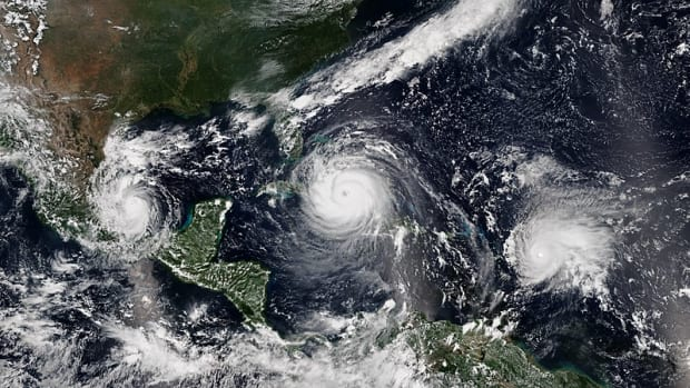 By VIIRS image captured by the National Oceanic and Atmospheric Administration's Suomi NPP satellite (NOAA View Global Data Explorer) [Public domain], via Wikimedia Commons
