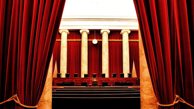 Quit hiding behind the bench. By Phil Roeder (Flickr: Supreme Court of the United States) [CC BY 2.0], via Wikimedia Commons