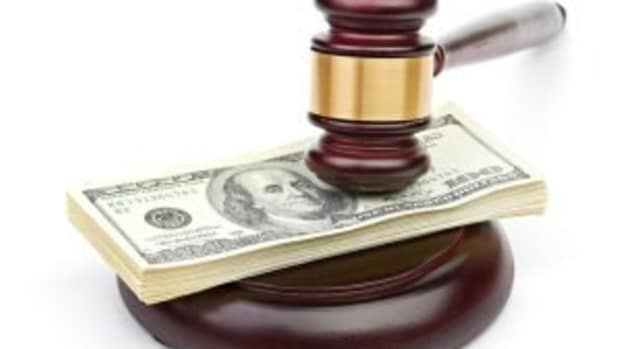 gavel-money-bills-law-legal-litigation-finance-300x221