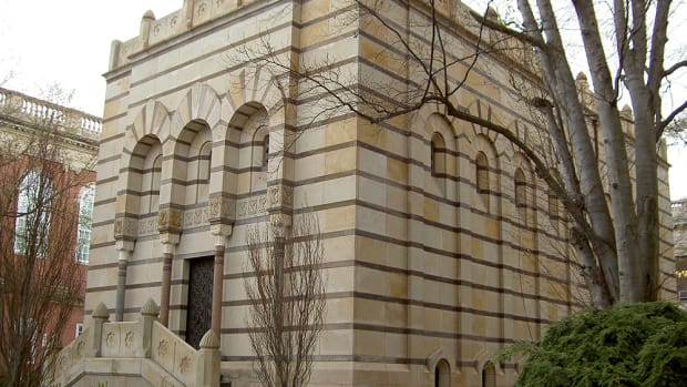 Where David Swensen's secrets are housed. https://commons.wikimedia.org/wiki/File:Yale-scroll-and-key.jpg