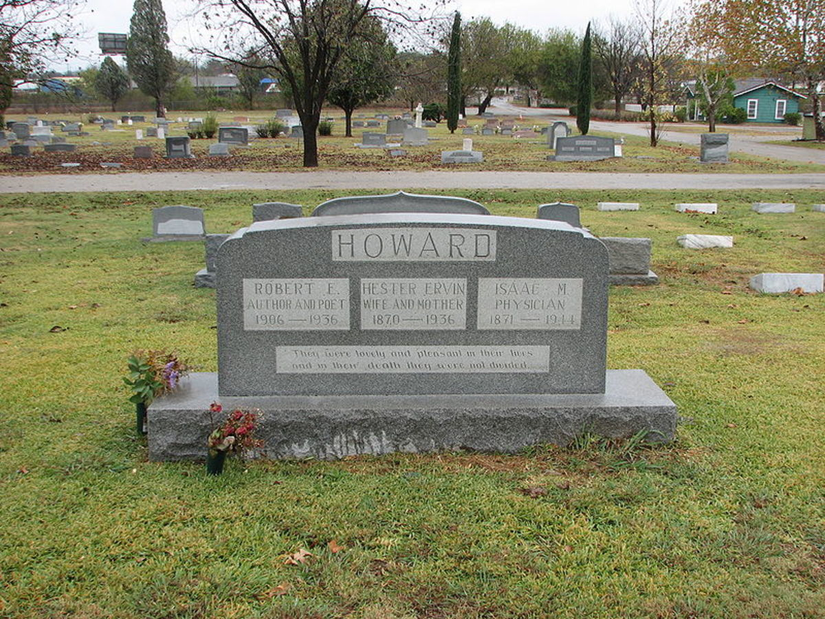 By 0ccam (Robert E Howard family headstone (Flickr)) [CC BY-SA 2.0], via Wikimedia Commons