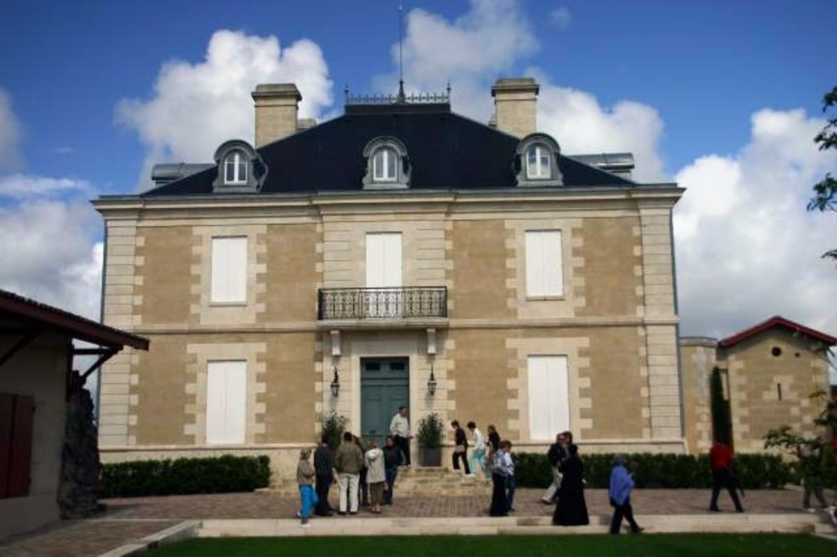 The contrarian's chateau. By Ken Case (Own work) [Public domain], via Wikimedia Commons