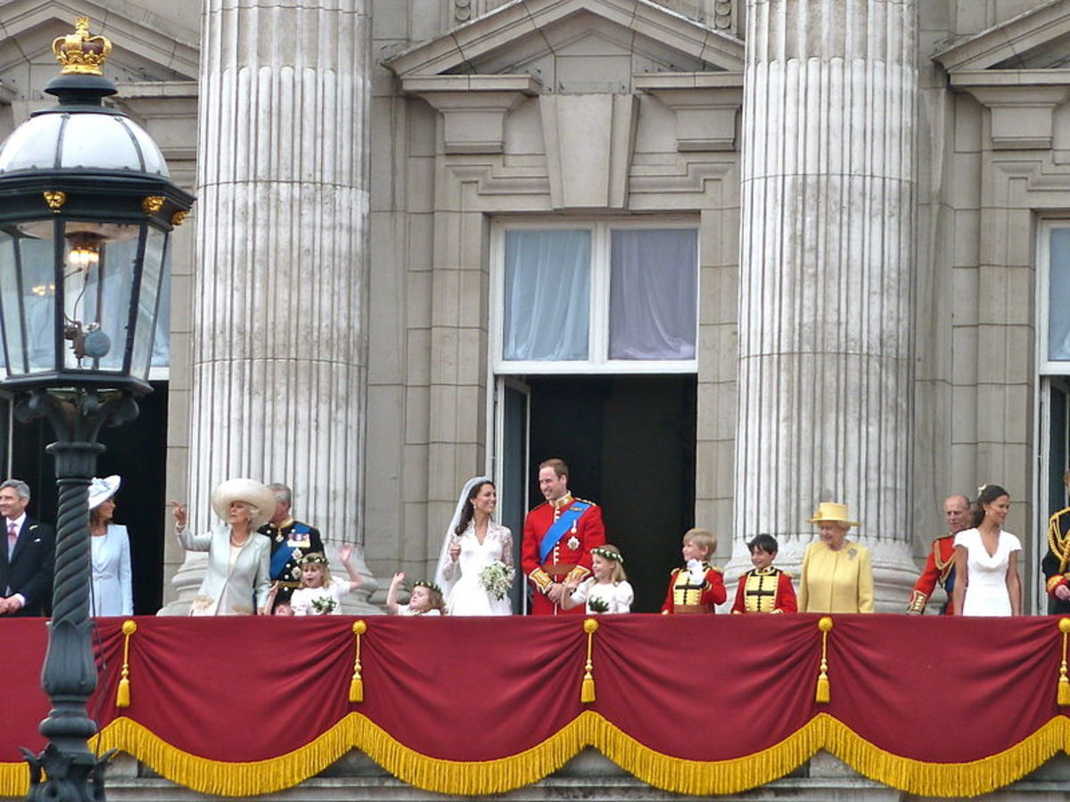 By Magnus D (Flickr: The royal family on the balcony) [CC BY 2.0], via Wikimedia Commons