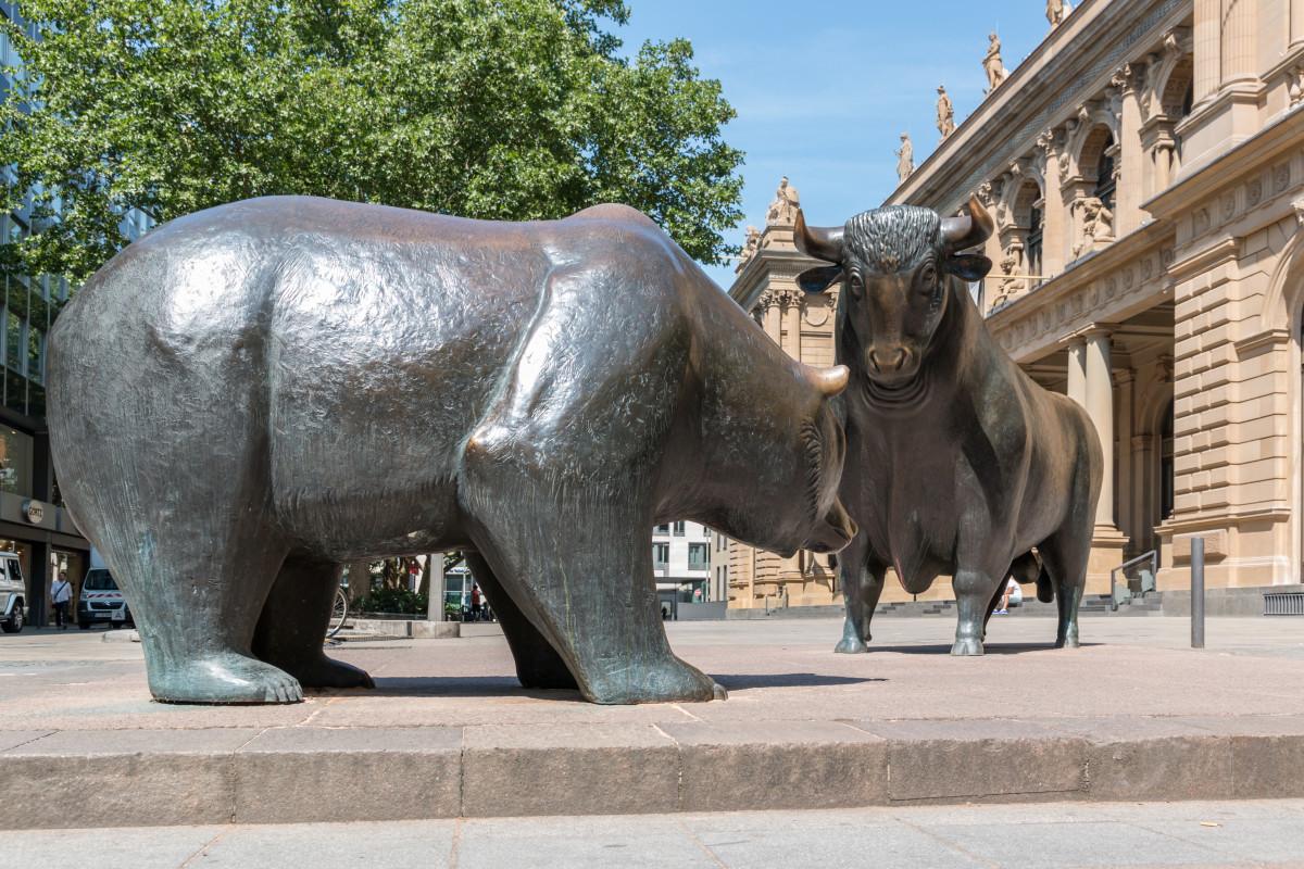 "Looking a little sadder than usual. Dietmar Rabich/ Wikimedia Commons/ ""Frankfurt am Main, Skulptur -Bulle & Bär- -- 2015 -- 6763""/ CC BY-SA 4.0, via Wikimedia Commons"