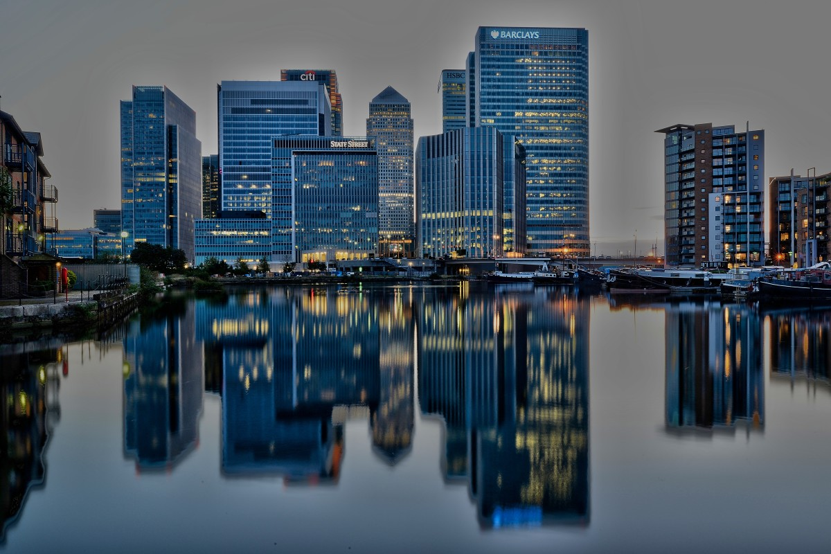 By Aleem Yousaf (Canary Wharf after sunset) [CC BY-SA 2.0], via Wikimedia Commons
